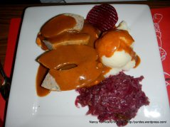 Danish Sausage with mash and red cabbage