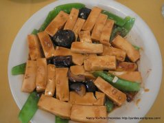 Tofu with Snow Peas & Black Mushrooms