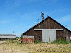 old barn on N Thornton Rd