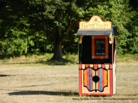 Funny Farm stand