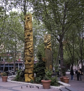 totems-Pioneer Square