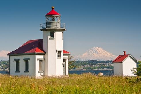 Point Robinson Lighthouse with Mount Rainier