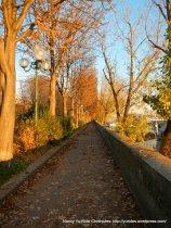 waling path along Cours La Reine