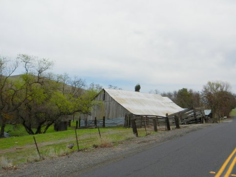 Highland Rd-old barn