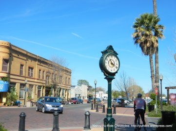 Main St clock