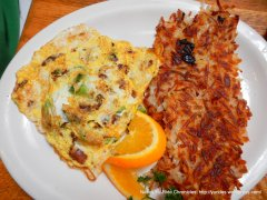 avocado & bacon omelette with hash browns