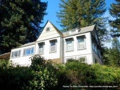 black mountain-white house