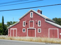 red barn-geyserville